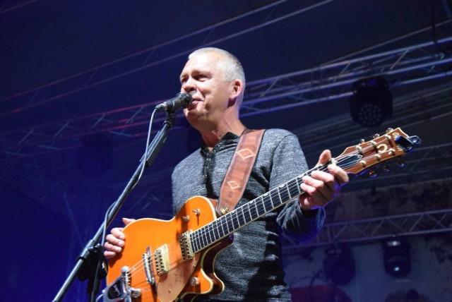 W sobotę (12 września) o godz. 20.00, na placu teatralnym w Zielonej Górze, dla winobraniowej publiczności zagrał zespół Raz, Dwa, Trzy.