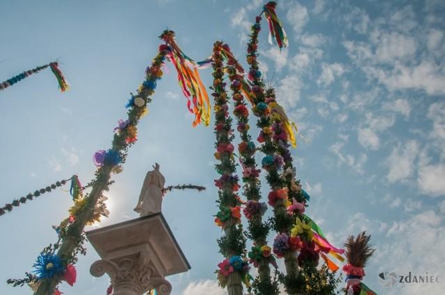 Konkurs palm wielkanocnych w Lipnicy Murowanej w 2019 roku. Była to 61 edycja tej imprezy, której przyglądały się tłumy. Nic dziwnego, najwyższą palma osiągnęła prawie 38 metrów!