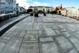 Bydgoszcz. Stara kostka ze Starego Rynku nie zginęła - dostaje nowe życie