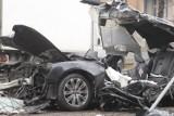 Wypadek na Królowej Jadwigi. Samochód uderzył w drzewo. Kierowca nie żyje