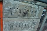 Na kamienicy w Przemyślu odkryto ślady po przedwojennym barze z różnymi gatunkami piwa , m.in. z browaru księcia Sapiehy [ZDJĘCIA]