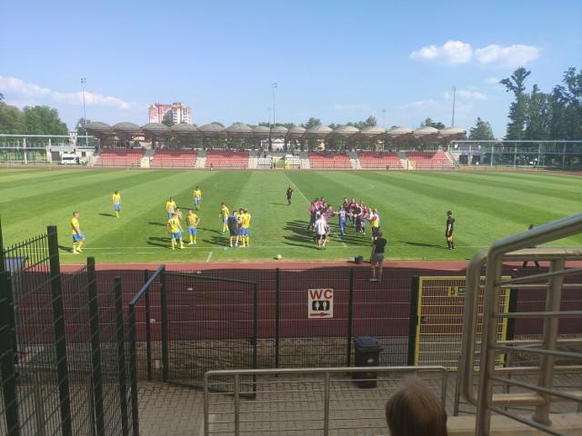 Stal Brzeg pokonuje 2:1 Lechię Zielona Góra w pierwszej kolejce sezonu III ligi.