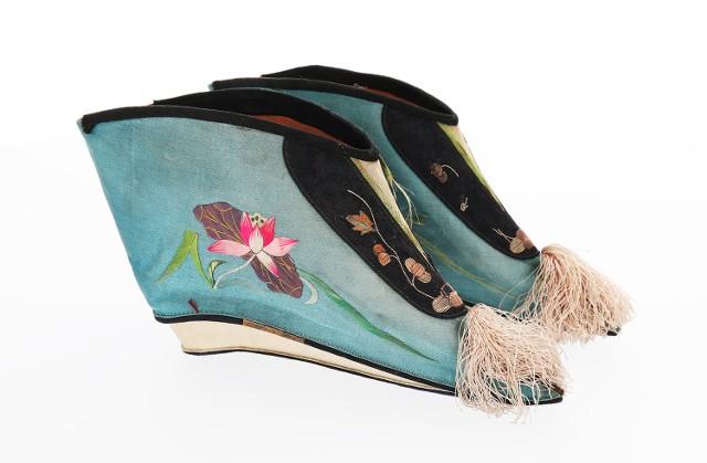 Buty do tzw. stóp lotosowych, Chiny, pocz. XX w., jedwab