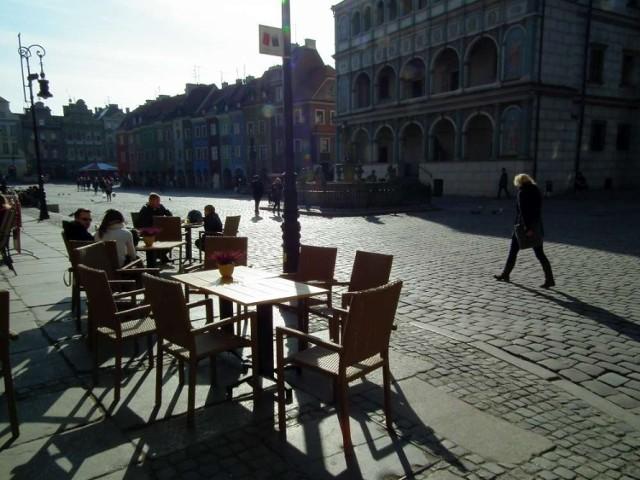 Stary Rynek w Poznaniu z ogródkami piwnymi, ale bez namiotów