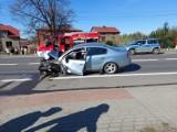 Wypadek w Porębie na DK78. Zderzenie dwóch samochodów, 5 osób trafiło do szpitala. Jeden z kierowców był nietrzeźwy