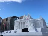 Japończycy zbudowali Łazienki Królewskie z lodu i śniegu. Przez miesiąc nad konstrukcją pracowało 100 żołnierzy