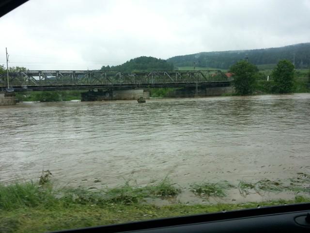 Rzeka Bóbr w okolicach Kamiennej Góry przybrała najbardziej