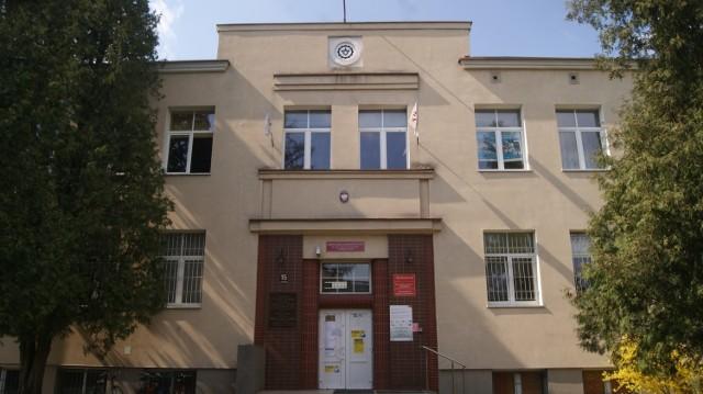 Przypadek gruźlicy stwierdzono u uczennicy Zespołu Szkół Zawodowych nr 2 w Skierniewicach. Teraz uczniów oraz pracowników szkoły czekają badania