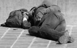 Malbork. Bezdomni w czasie epidemii koronawirusa. Służby mundurowe mają ich na oku