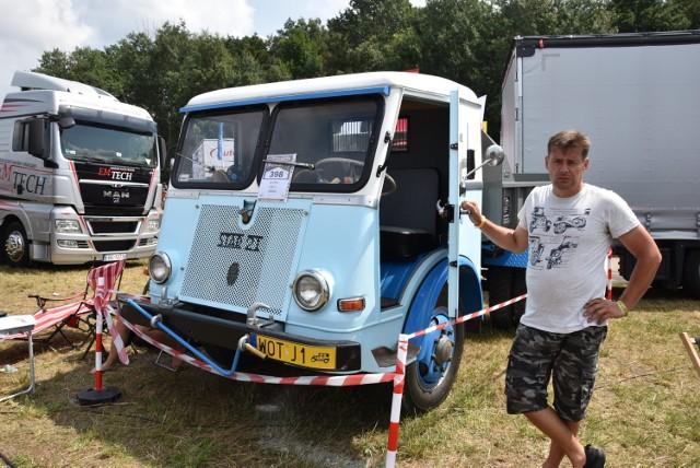 Zabytkowe samochody na Master Trucku w Polskiej Nowej Wsi.