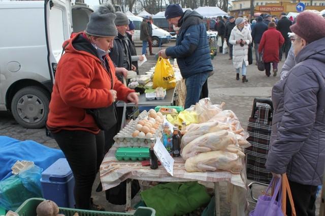 Restrykcjespowodowane wirusem grypy ptaków w powiecie inowrocławskim, objęły również  produkty Jolanty Dusieńki  z Cyprianki (na zdjęciu),  handlującej drobiem i jajami na inowrocławskim targowisku
