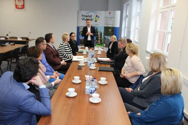 W sprawie współpracy powiatu, szkół i przedsiębiorców organizowane są spotkania