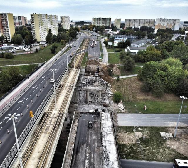 Wykonawcą robót jest firma Mostostal Kielce. W ramach inwestycji powstanie nowy obiekt z drogą rowerową, chodnikiem i oświetleniem. Nowy wiadukt, jeśli wszystkie prace będą przebiegały zgodnie z planem, ma być przejezdny już zimą. Całość prac natomiast zakończy się do połowy przyszłego roku. Koszt prac to ponad 22 miliony złotych.