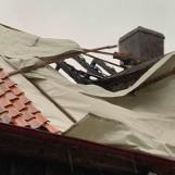 Straszyn. Ulewa zalewa ponownie dom zniszczony w pożarze. Pani Liliana prosi o pomoc!