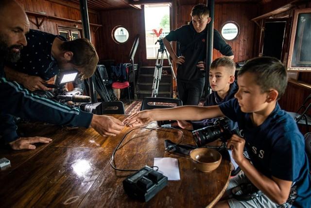 Laboratorium Rejs to organizowane na Statku Kultury bezpłatne warsztaty filmowe dla mieszkańców.