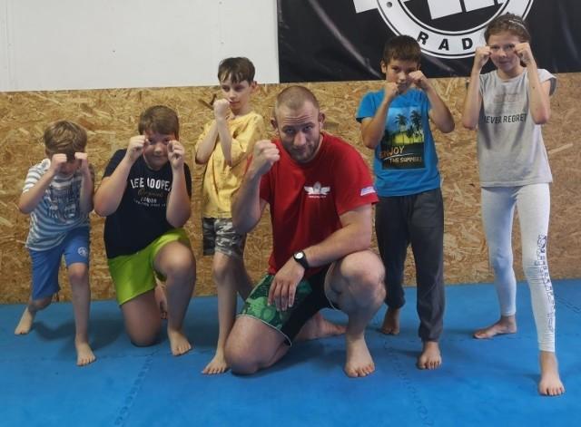 Bezpłatne treningi Muai Thai poprowadzi weteran polskich i zagranicznych klatek MMA, medalista Mistrzostw Polski Muay Thai Marcin Elsner.