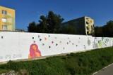 Powstał teatralny mural w Zamościu. Plastycy uczcili 45 Zamojskie Lato Teatralne w roku 440-lecia urodzin miasta [ZDJĘCIA]