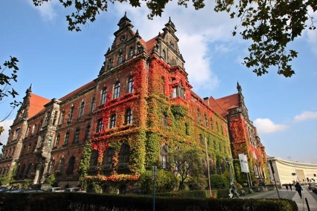 Z Muzeum Narodowym kojarzy się winobluszcz, rosnący na elewacji budynku. Kolorowy liść stanie się znakiem identyfikacji Narodowego