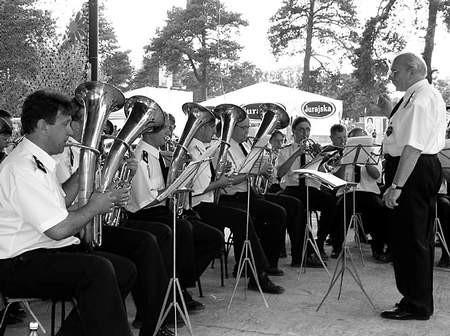 Henryk Rakowski prowadzi żarecką orkiestrę od 1975 roku.  /  KAK