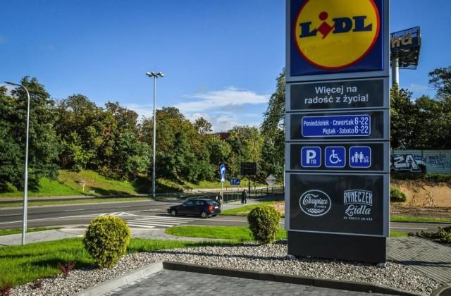 Główny wjazd/wyjazd przy sklepie Lidl w Bydgoszczy - od strony ulicy Szubińskiej