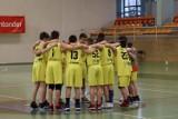 Kolejny koszykarski weekend z nami! Zobaczcie jak poszło reprezentantom naszego powiatu w rozgrywkach ligowych.