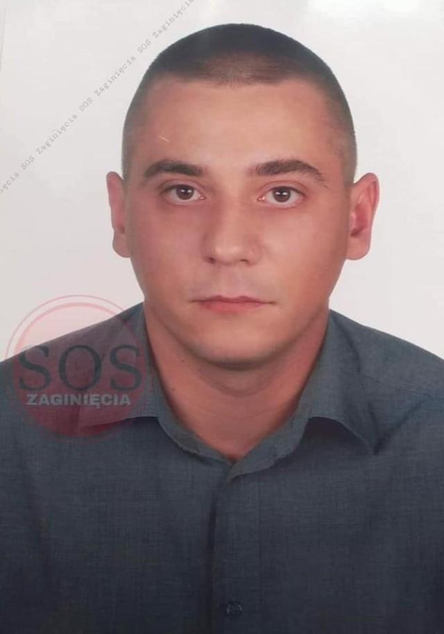 Zaginął Szczepan Mikulski. Ostatni raz widziany był w Dąbrowie Górniczej.   Zobacz kolejne zdjęcia. Przesuń zdjęcia w prawo - wciśnij strzałkę lub przycisk NASTĘPNE
