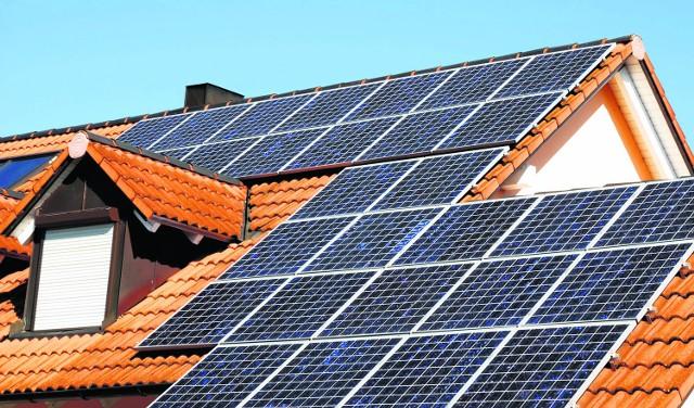 Kolektory słoneczne to inwestycja, która na pewno się opłaci. Dzięki dopłatom staną się bardziej dostępne dla wielu rodzin