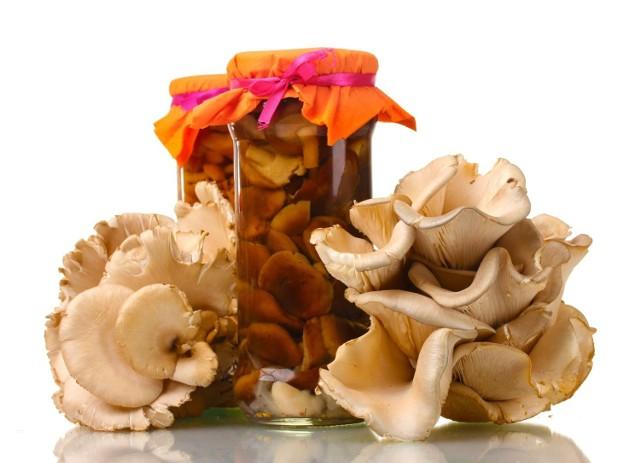 Boczniaki, pieczarki, suszone grzyby i shitake – naukowcy dowodzą, że włączenie ich do codziennego menu może mieć pozytywny wpływ na nasz mózg i chronić nas przed chorobą Alzheimera.