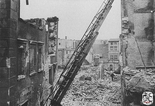 Kaczy Rynek w Żarach po bombardowaniu