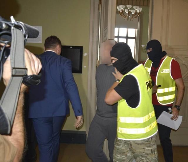 Mieszkaniec powiatu nowodworskiego został oskarżony o zamordowanie swojej matki.