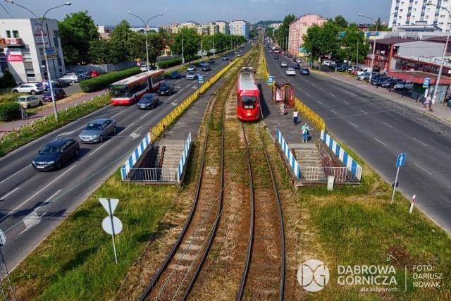 Zadanie podzielone jest na dwie części. Pierwsza realizowana będzie od ulicy Kasprzaka do Alei Róż. Druga od Alei Róż do Urzędu Pracy - granicy Dąbrowy Górniczej i Będzina.