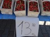 Nareszcie! Ceny na międzyrzeckim bazarze spadają. Truskawki można kupić po 13 zł, a jeszcze w sobotę kosztowały 22 zł za kilogram