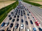 Turyści wracają z długiego weekendu na Pomorzu. Duży korek przy bramkach na autostradzie A1 w Rusocinie