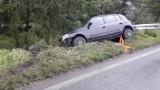 Librantowa wypadek. Auto wypadło z drogi i uderzyło w barierki energochłonne [ZDJĘCIA]