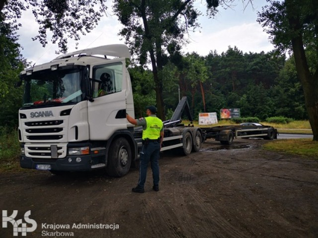Na DK 10 pod Bydgoszczą funkcjonariusze KAS zatrzymali pijanego kierowcę
