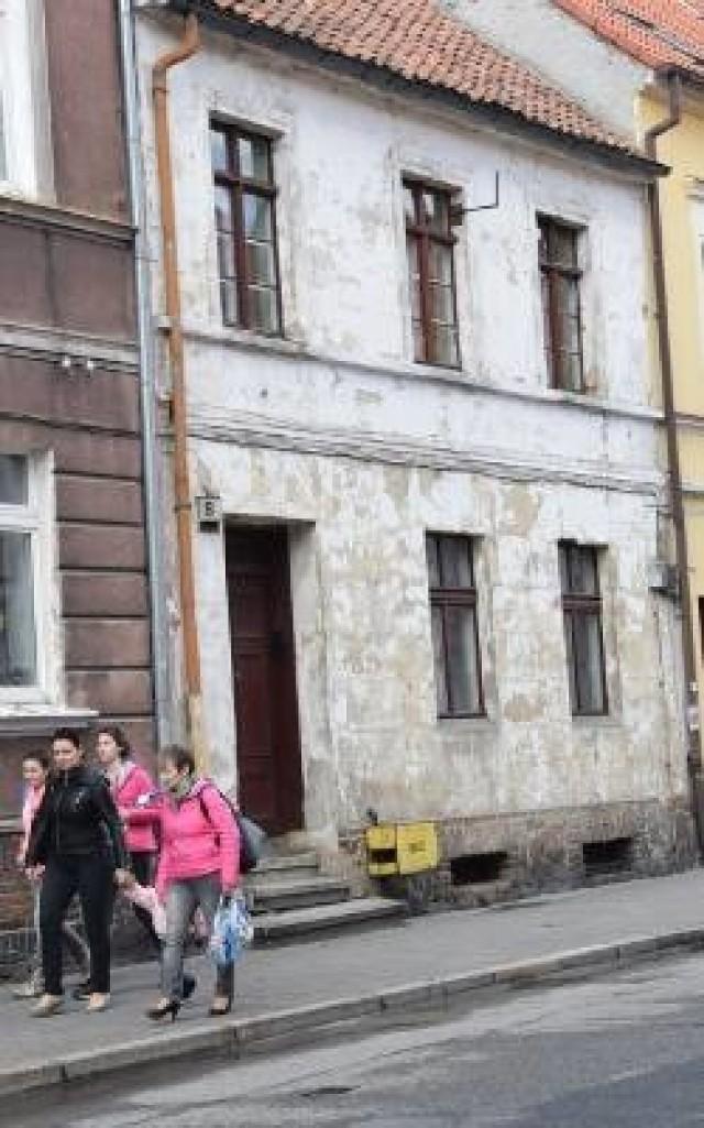 Dramat rozegrał się wiosną w tej kamienicy w Chełmnie.