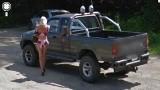 Przyłapany przez Google Street View na rozmowie z prostytutką [Zdjęcia]
