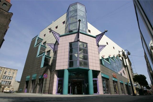 Solpol powstał w 1992 roku. Był wtedy jednym z najchętniej odwiedzanych domów towarowych w mieście. Od lat obiekt stoi niemal pusty