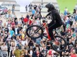 Red Bull Roof Ride w Katowicach. Tysiące mieszkańców podziwiało skoki na rowerach. Zobacz ZDJĘCIA KIBICÓW