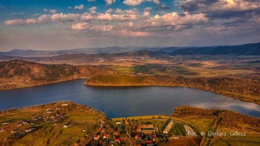 Cudowny Dolny Śląsk. Jezioro Bukowskie magiczne lustro Karkonoszy (ZDJĘCIA)