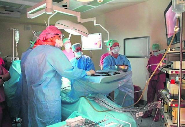 """O pionierskim zabiegu PIPAC (na zdjęciu) mowa będzie na konferencji """"Interdyscyplinarne oblicza chirurgii onkologicznej""""."""