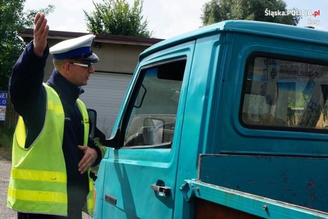 Niewiedza dotycząca jazdy lewym pasem kosztowała kierowców w Żorach mandat i punkty karne.