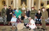 Seniorzy ze Skierniewic patriotycznymi pieśniami uczcili rocznicę Bitwy Warszawskiej [ZDJĘCIA]