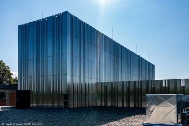 Opis projektu Projekt przewiduje dekoracyjne oświetlenie bryły budynku Muzeum Pamięci Sybiru.  Lokalizacja Muzeum Pamięci Sybiru, ul. Węglowa 1  Szacunkowy koszt 995 000,00 zł