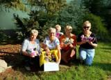 Seniorzy wspólnie stworzyli misie ratownisie dla OSP Gminy Biesiekierz
