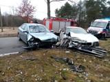 Wypadek w gminie Masłowice. Czołowe zderzenie forda z bmw
