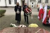 Święto Niepodległości w Kościerzynie. Samorządowcy złożyli kwiaty przed Grobem Nieznanego Żołnierza