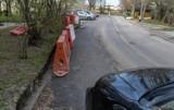 Remont drogi na ulicy Kurpińskiego w Gdańsku zostanie niedługo wznowiony. Prace zimą stanęły w miejscu