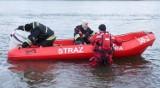 """""""Coś"""" unosiło się na wodzie. Strażacy udzielili wsparcia policji"""