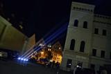Głogów: Pokaz świateł na nocnym niebie Starego Miasta. Zapalili niebo dla medyków. ZDJĘCIA